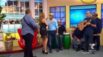 """Ya llegó, ya llegó, trayendo felicidad para todo Puerto Rico"""