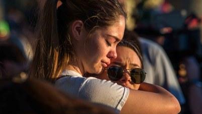 Tras masacre, debate se centra en el control de armas