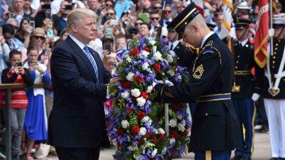 Algunas familias de soldados dicen que Trump no llamó