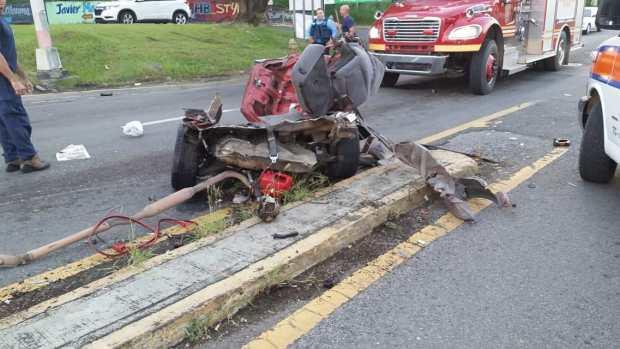 Accidente fatal: vehículo se parte en dos en Añasco