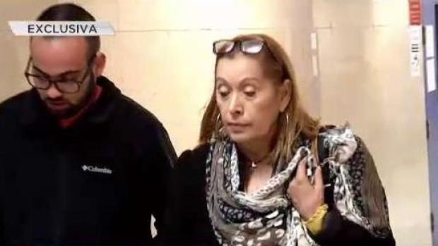 Piden aumento de fianza para madre acusada de robarle a clase graduanda