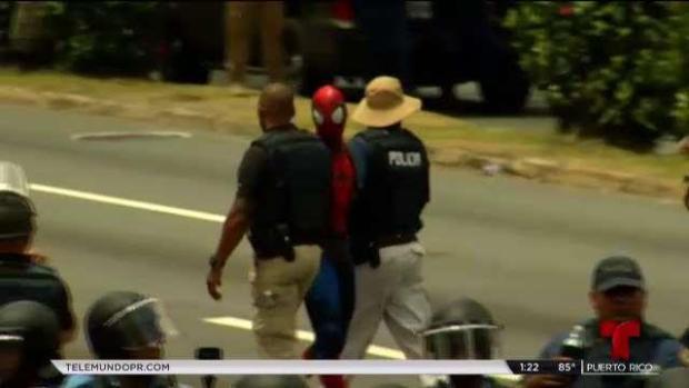 """[TLMD - PR] Arrestan a """"Spiderman"""" durante la manifestación"""