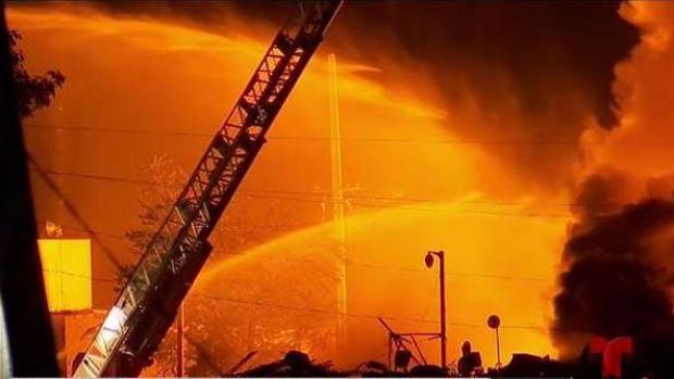 [TLMD - PR] Autoridades aún combaten incendio en Carolina