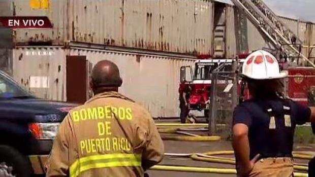 [TLMD - PR] Bomberos combaten incendio de grandes proporciones en Juncos