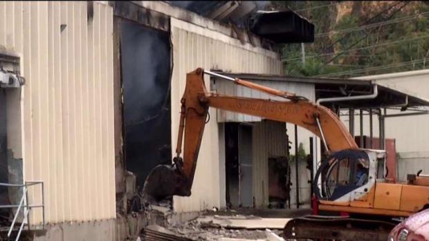 Colapsa estructura que se incendió en Toa Baja