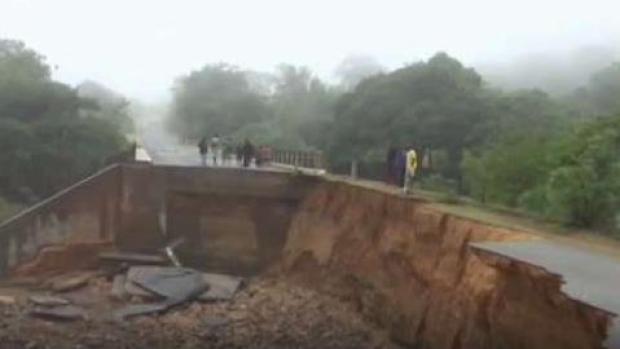 Buscan desaparecidos tras el paso de brutal ciclón