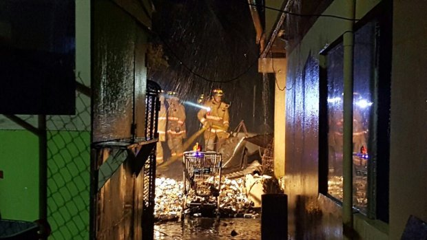 Bomberos combaten incendio residencial en la Península de Cantera