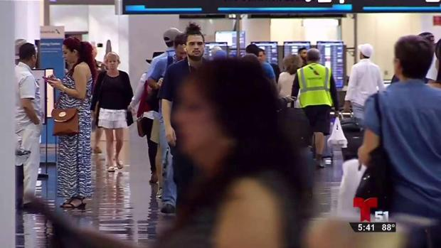 Instalan cabinas para lactancia materna en aeropuerto de Miami
