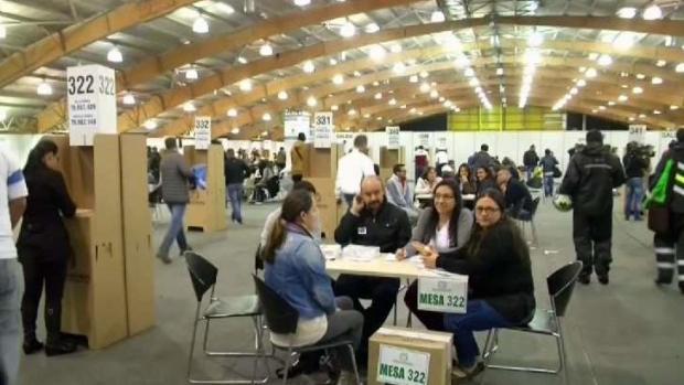 [TLMD - MIA] Colombianos votan en referendo