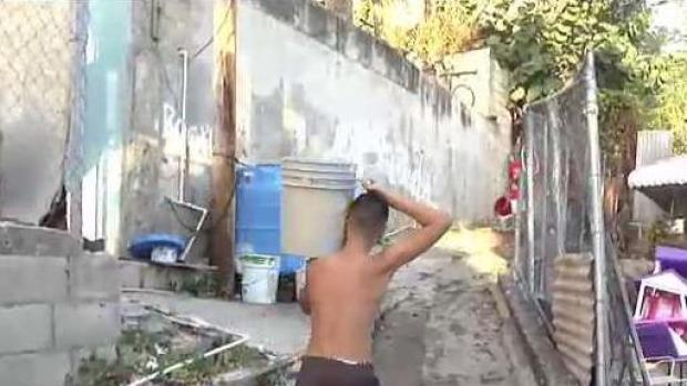 [TLMD - PR] Comunidad ayuda a bomberos a extinguir incendio en Ponce