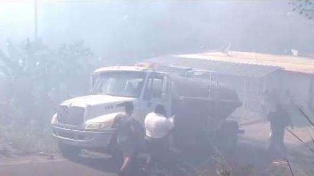 [TLMD - PR] Desalojan residentes de barrio en Carolina por intenso fuego