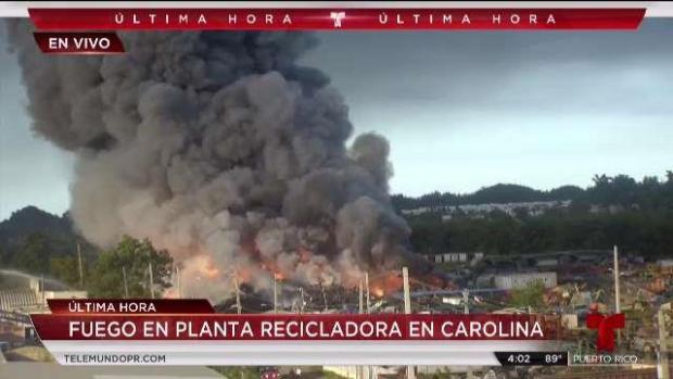 [TLMD - PR] Emergencia en Carolina: poderoso fuego consume planta de reciclaje