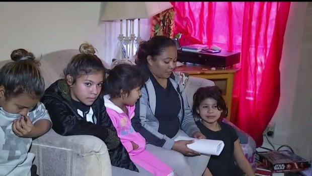 [TLMD - LA] Familia hondureña enfrenta futuro incierto