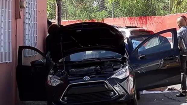 [TLMD - PR] Hallan dos cuerpos dentro de vehículo en San Juan