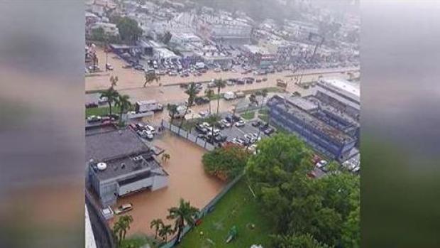 Inundaciones en la zona metro provocan congestión vehícular