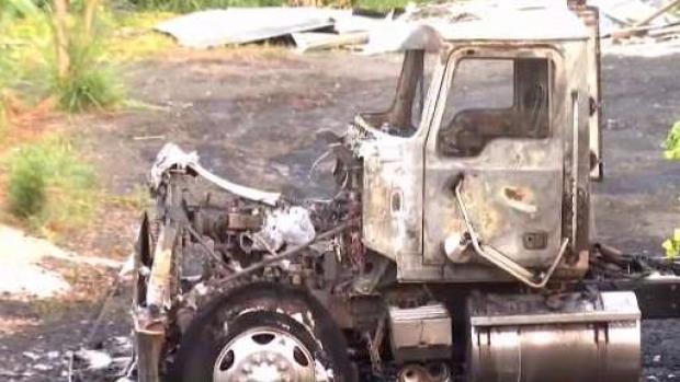 [TLMD - PR] Mano criminal pudo estar tras incendio de camiones en Guavate