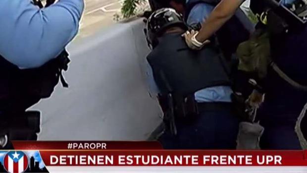 [TLMD - PR] Momento en que estudiante es arrestado en Río Piedras