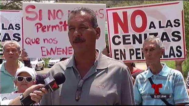Obstruyen el paso de camiones al vertedero de Peñuelas
