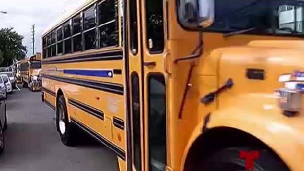 [TLMD - PR] Padres desconocen si hijos tendrán transporte escolar