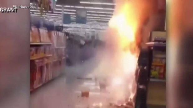 [TLMD - MIA] Pánico en tienda Walmart por fuegos artificiales