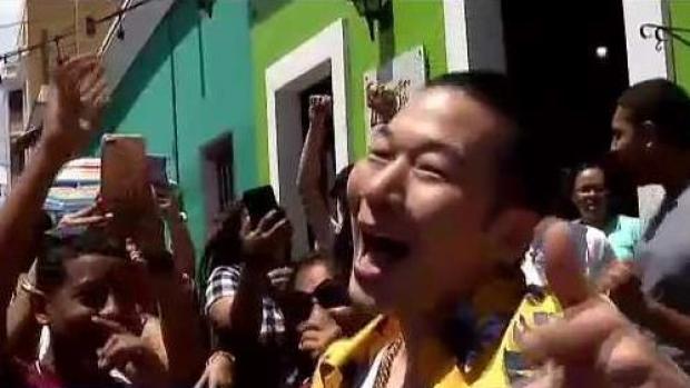 """[TLMD - PR] QPark y su novia boricua """"la montan"""" en Viejo San Juan"""