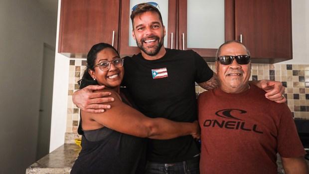 Ricky Martin entrega casas a boricuas afectados por el huracán María