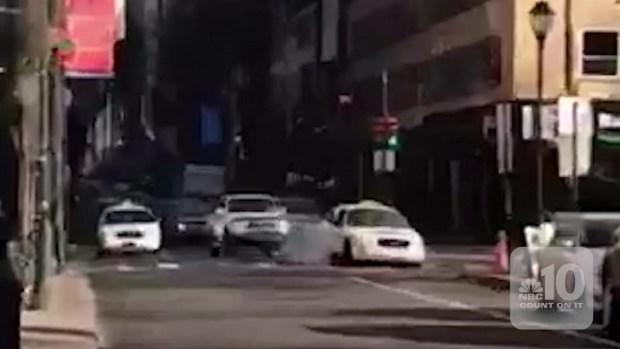 [TLMD - PHI] Testigos logran interceptar a presunto ladrón desnudo
