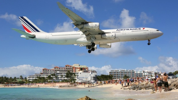 [TLMD - NATL]  Propulsión de un avión mata a turista que veía despegue