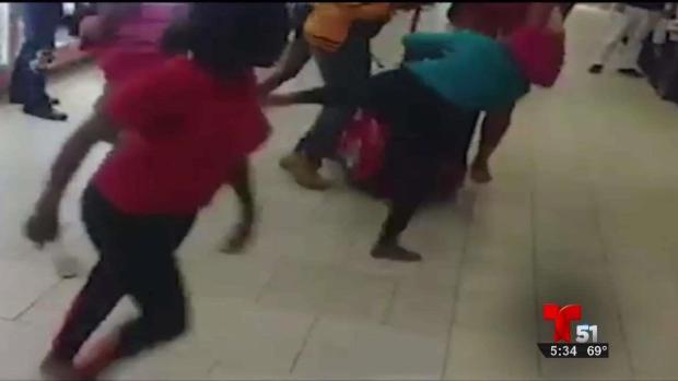 [TLMD - MIA] Violenta pelea entre mujeres se hace viral en internet