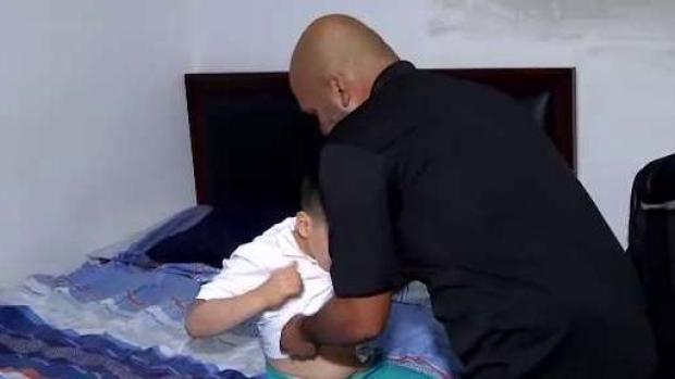 [TLMD - PR] Viudo pide ayuda para cuidar a su hijo con necesidades especiales