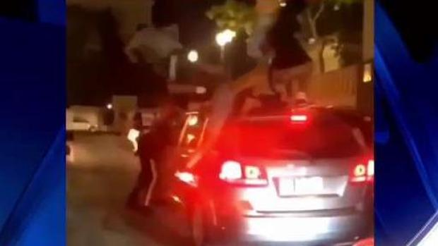 [TLMD - PR] Perturbadoras las imágenes de jóvenes trepándose en carros