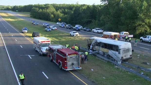 Así quedó el autobús de un equipo de fútbol estudiantil después del trágico accidente