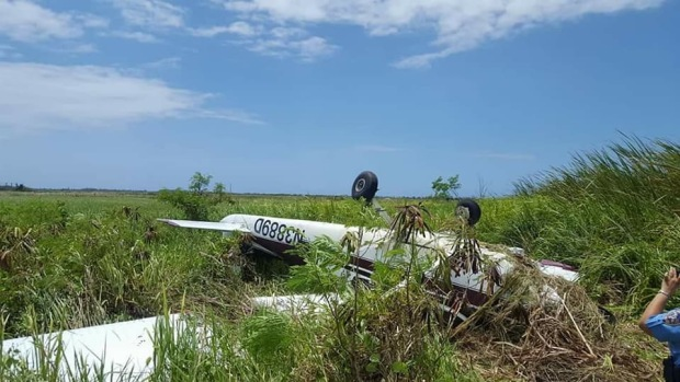 Autoridades rescatan a víctimas de accidente aéreo