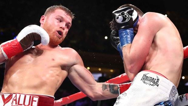 """""""Canelo"""" demoledor: noquea a """"Rocky"""" y hace historia en el boxeo"""