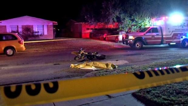 Dos amigos se matan al chocar entre sí con sus motos