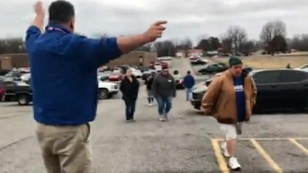 [TLMD - MIA] Momentos de pánico al desatarse tiroteo en escuela de Kentucky