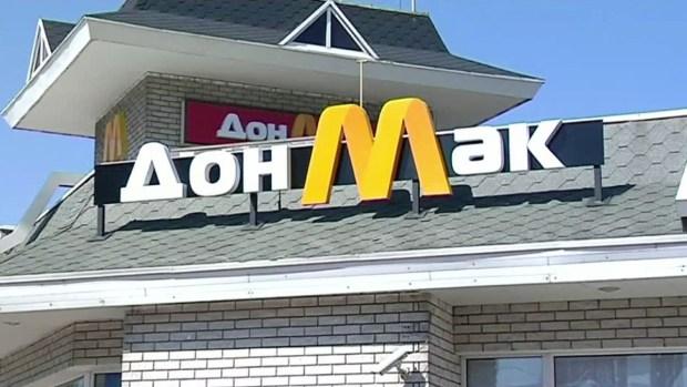 Tiene 8 años, quería una hamburguesa y manejó para comprarla