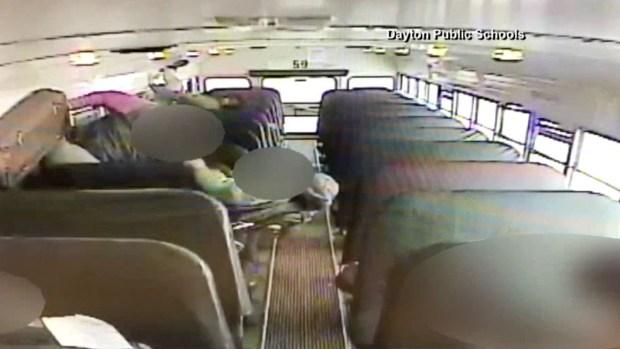 Dramático choque de autobús escolar cargado de niños