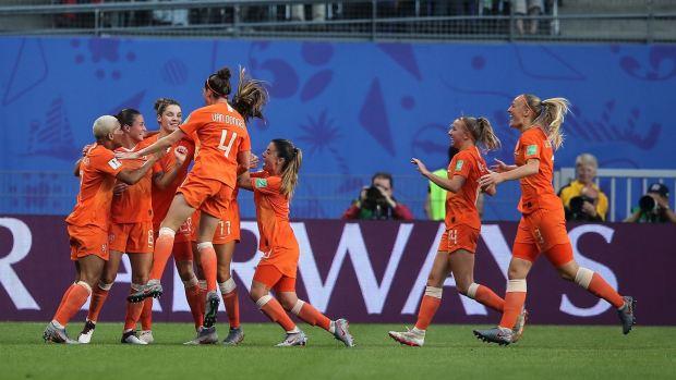 [WWC 2019 - PUBLICADO] Lieke Martens marca de taco con caño incluido y adelanta a Holanda