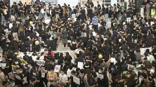 [TLMD - LV] Protestas paralizan el aeropuerto de Hong Kong