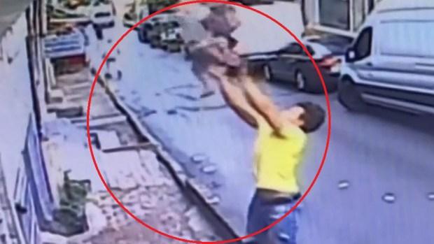 Joven de 17 años salva a niña que cayó de un apartamento