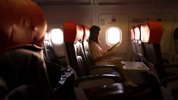 [TLMD - NATL] Vuelo de pesadilla: olvidan a pasajera dormida y la dejan encerrada en el avión