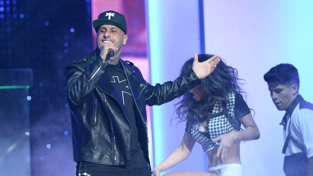 """Nicky Jam movió al público con """"El perdón"""""""