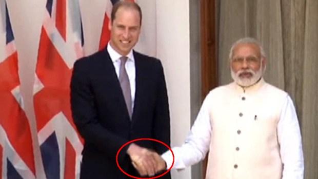 William recibe súper apretón de Primer Ministro de India