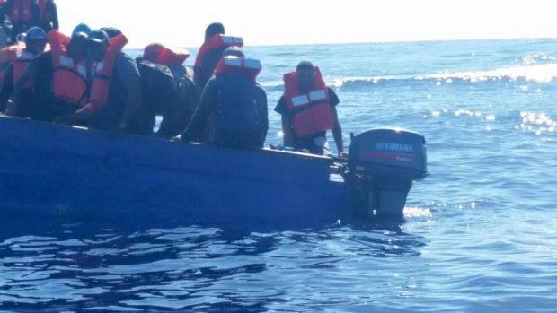 Rescatan a extranjeros en aguas de Isabela