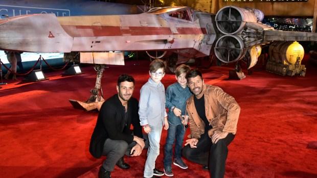 """Ricky, su futuro esposo y los niños en el estreno de """"Star Wars"""""""