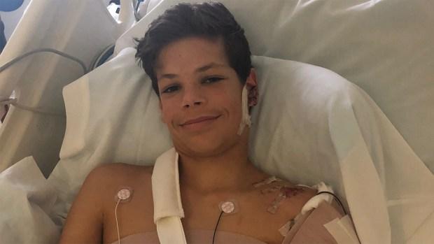 """Madre de víctima de brutal ataque de tiburón: """"mi hijo es un guerrero"""""""