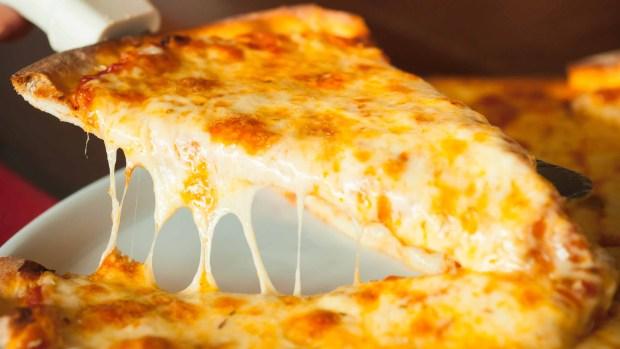 Más de una milla: rompen récord de la pizza más larga del mundo