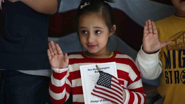5 puntos sobre el plan que pondría fin a la ciudadanía para hijos de inmigrantes