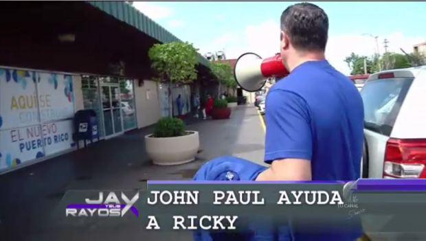 John Paul ayuda a Ricky Rosselló